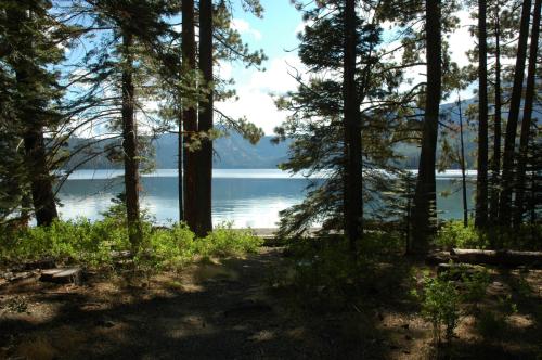 Fallen Leaf Lake, an alpine Jewel near Tahoe South