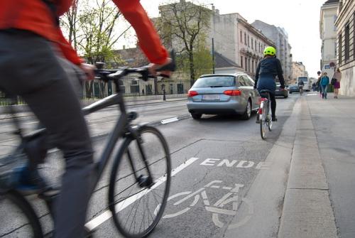 Cyclists-1750975__480