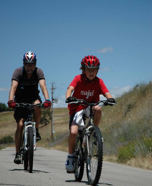 Family-ride-bike-travel-weekend1